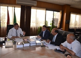محافظ الإسماعيلية يوجه بسرعة الانتهاء من مشروع الصرف الصحي في أبوصوير