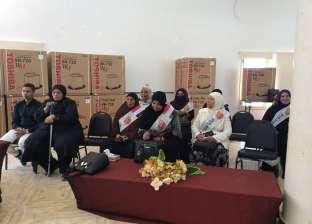 محافظ جنوب سيناء يهدي والدة الشهيد محمود ناجي هدية تخليدا لذكراه