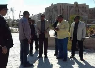 """""""عبد الله"""" يتفقد أعمال التطوير والتجميل بالممشى الجديد بالغردقة"""