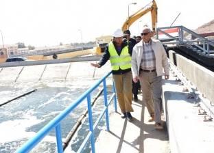 محافظ أسوان يفاجئ العاملين بمحطة الصرف كيما 3 بزيارة تفقدية
