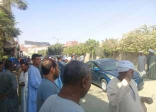 صور.. إقبال الناخبين على لجان مركز دشنا في قنا