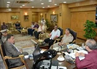 محافظ دمياط يتابع مع القيادات الأمنية تنفيذ قرارات إزالة التعديات