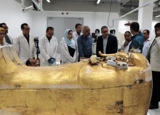 وزير الآثار يشهد وصول 10 قطع من مركب خوفو الثانية للمتحف المصري الكبير