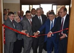 رئيس جامعة الإسكندرية يفتتح مدرجات بكلية طب الأسنان
