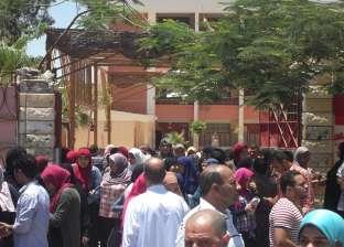 """أهالي طلاب """"أحمد مختار"""" يتظاهرون أمام """"التعليم"""" بسبب رفع المصروفات"""