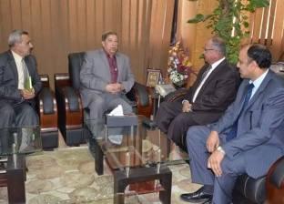 محافظ الإسماعيلية يُشكل لجنة لحصر وفحص رخص البناء