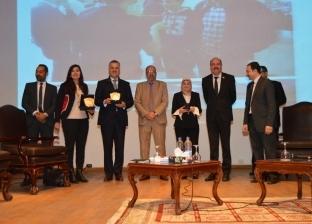 بالصور| جامعة عين شمس تكرم فريق «ميكروسوفت» لخدماتها المجانية
