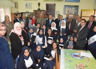 طلاب أولى ثانوي في بني سويف يطالبون بإلغاء نظام التابلت