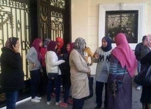 المظاهرات تحاصر «التعليم» ضد قرار «التعريب» و«الشربينى»: أداء امتحانات مدارس اللغات بالإنجليزية