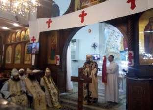 محافظ الدقهلية ومدير الأمن يصلان مطرانية المنصورة للمشاركة في القداس