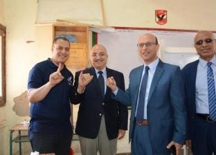 رئيس ونواب جامعة أسيوط يدلون بأصواتهم في الاستفتاء