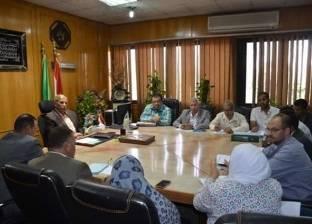 محافظ الإسماعيلية يطالب بسرعة الانتهاء من مشروعات الإسكان