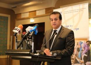 """وزير التعليم العالي عن الجامعات الأجنبية: """"مش قصة خواجة شعره أصفر"""""""