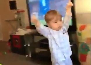 بالفيديو| فرحة هستيرية لرضيع بهدف فريقه تشعل مواقع التواصل الاجتماعي