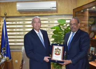 سفير الإمارات يوافق على دعوة محافظ أسوان لزيارة المناطق السياحية