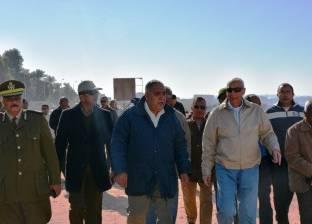 """محافظ أسوان يتفقد طريق الكورنيش الجديد لتحويله لـ""""سياحي"""" متكامل"""
