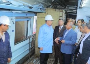 بالصور| وزير النقل يتابع تحسين العربات المكيفة بورش كوم أبو راضي