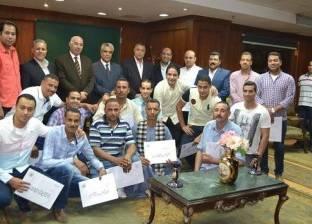 مدير أمن أسيوط يكرم عددا من ضباط المباحث لتفوقهم الأمني