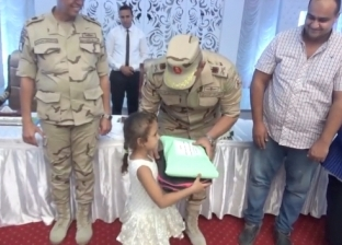 الجيش يوزع مستلزمات المدارس