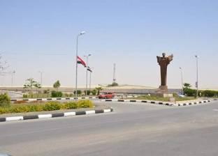 إصلاح وصيانة أعمدة الإنارة على الطريق السياحي بملوي في المنيا