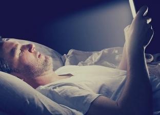 بعد إصابة 2 بالعمى.. 5 نصائح لحماية عينيك من ضوء الهاتف الذكي