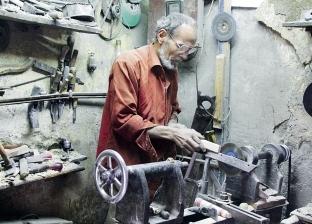 «عزت» خراط خشب «عطفة الملوخية»: «70 سنة ماخرجتش بره المنطقة»