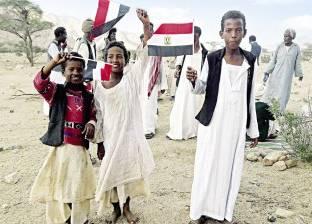 أطفال «جبل علبة» يستقبلون المحافظ بعبارة «عايزين مدرسة»
