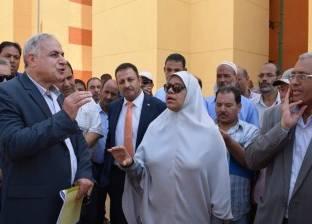 وفد وزارة الإسكان يتفقد المجمع السكني في المطاهرة بالمنيا