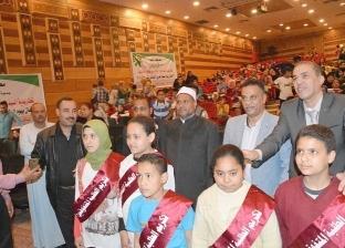 تكريم 115 طالبا وتوزيع ملابس على الأطفال في يوم اليتيم بالمنيا