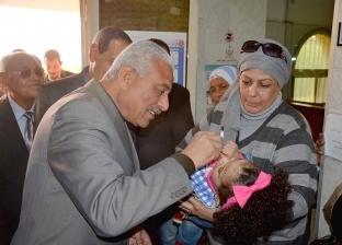 محافظ السويس يشارك في حملة التطعيم ضد شلل الأطفال