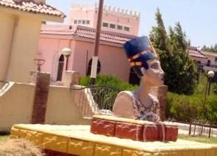 """تمثال مشوه لـ""""نفرتيتي"""" بالمنيا للمرة الثانية.. ونشطاء: """"اتهانت معانا"""""""