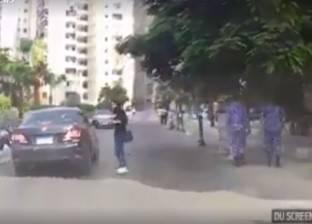 بالفيديو| لحظة هروب سيارة صدمت امرأة تعبر الشارع بالإسكندرية