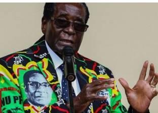 """21 معلومة عن """"موجابي"""".. أقدم حاكم في العالم يرتدي ملابس عليها صورته"""