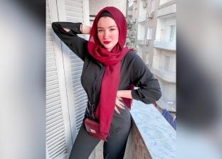 والد حنين حسام بعد قرار إخلاء سبيلها: مستنيها ونفسي أخدها في حضني