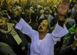 بالفيديو| منشد أزهري يغني سورة الفاتحة.. ومواطنون يتفاعلون معه بالرقص