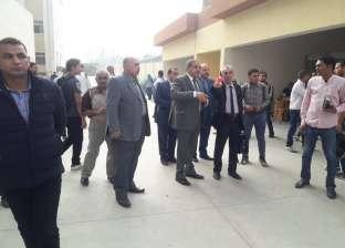 رئيس جامعة الأزهر يتفقد البوابات الجديدة.. ويؤكد: نبذل قصارى جهدنا