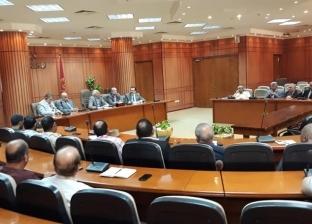 محافظ بورسعيد يناقش استعدادات إنشاء المجمع الثاني الصناعي