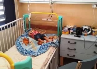 """""""كانيولا تبتر ذراع محمد"""".. والد """"طفل أسيوط"""": المستشفى الجامعي """"مهمل"""""""