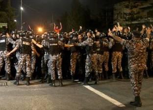 طعن رجل درك أردني خلال وقفة احتجاجية قرب مقر الحكومة بعمّان