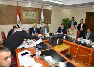 محافظ مطروح يتابع سير عملية الاستفتاء على الدستور