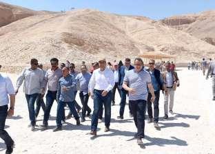 رئيس الوزراء يتفقد مشروع روافع صرف صحي المدامود في الأقصر