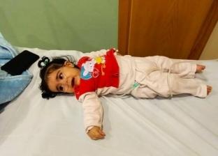 معاناة الطفلة «إيمان» مع مرض ضمور العضلات: «ماتت قبل ما تاخد الحقنة»