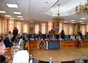 محافظ الشرقية يكرم رئيس مصلحة الضرائب العقارية بالإقليم