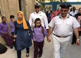 تقديرا لتضحياتهم.. قيادات الشرطة ترافق أبناء الشهداء بأول أيام الدراسة