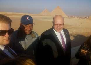 وزير الاقتصاد الألماني يزور منطقة آثار أهرامات الجيزة