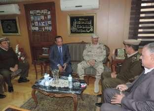 بالصور  مساعد المنطقة الشمالية العسكرية يزور مديرية أمن الغربية