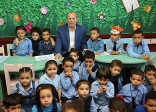 صور.. محافظ كفر الشيخ يشيد بمبادرة تدوير المخلفات باحدى المدارس