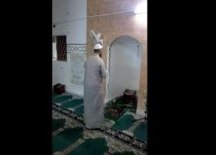 إمام مسجد في الأردن يكمل صلاة التراويح وحيدا