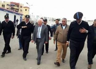 """محافظ بورسعيد يتابع أعمال إنشاء """"براطيم"""" جديدة أسفل كوبري الإمارات"""
