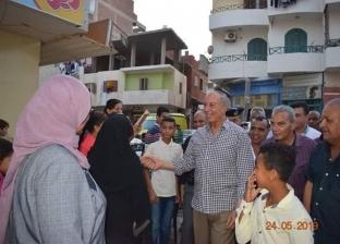 محافظ البحر الأحمر يستمع لمطالب أهالي منطقة الملاحة بالغردقة